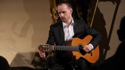 Solo-Konzert Gitarre mit Florian Palier @ Ehemalige Synagoge Schweich |  |  |