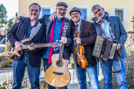 """Die Kultband """"Rambling Rovers"""": 30 Jahre musikalische Vagabunden @ Überdachter Eingangsbereich Stefan Andres Schulzentrum"""